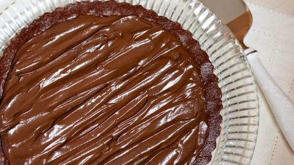 готовый пирог покрытый глазурью