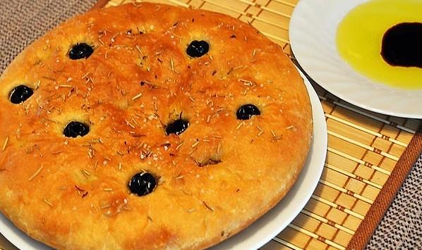 лепешка с маслинами