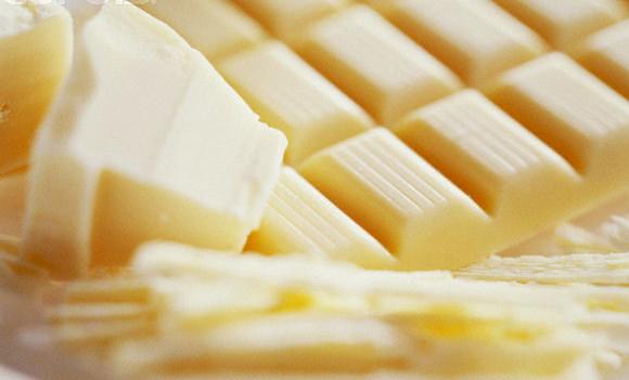 белая плитка шоколадки