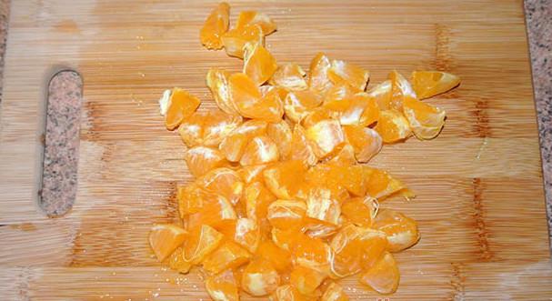 нарезанный мандарин