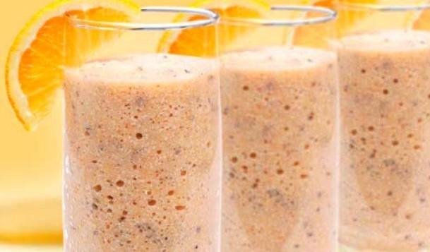 бокалы с витаминным напитком