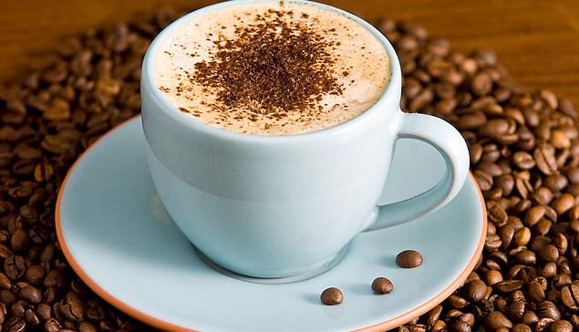 чашка с кофе капучино