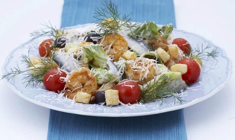 рецепт салата цезарь с креветками в домашних