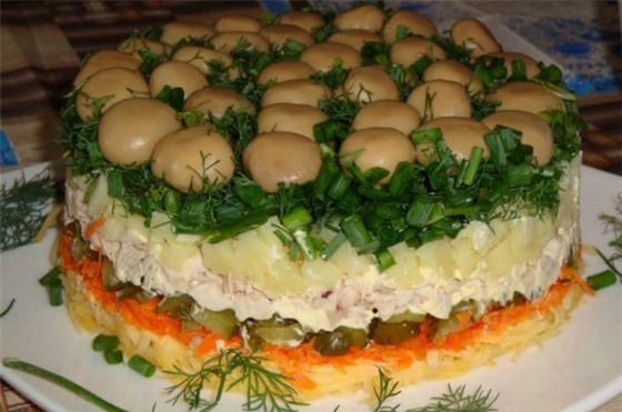 Красивый и вкусный салатик
