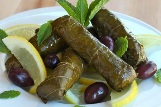 Рулетики из виноградных листочков