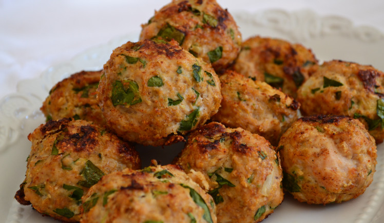 мясные шарики с зеленью