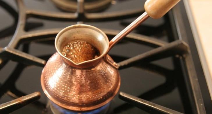 процесс варения эспрессо в турке