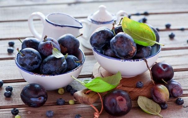 свежие плоды в мисках