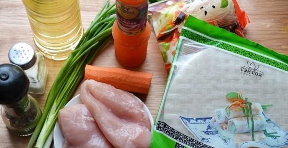 необходимые ингредиенты для спринг роллов с курицей