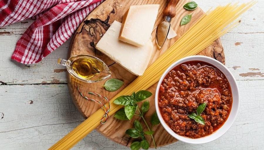 спагетти-болоньезе