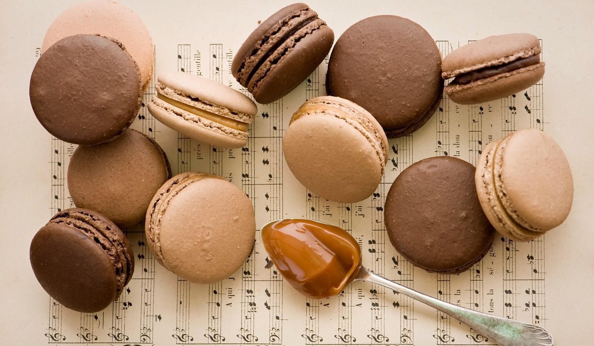 шоколадные макаронсы