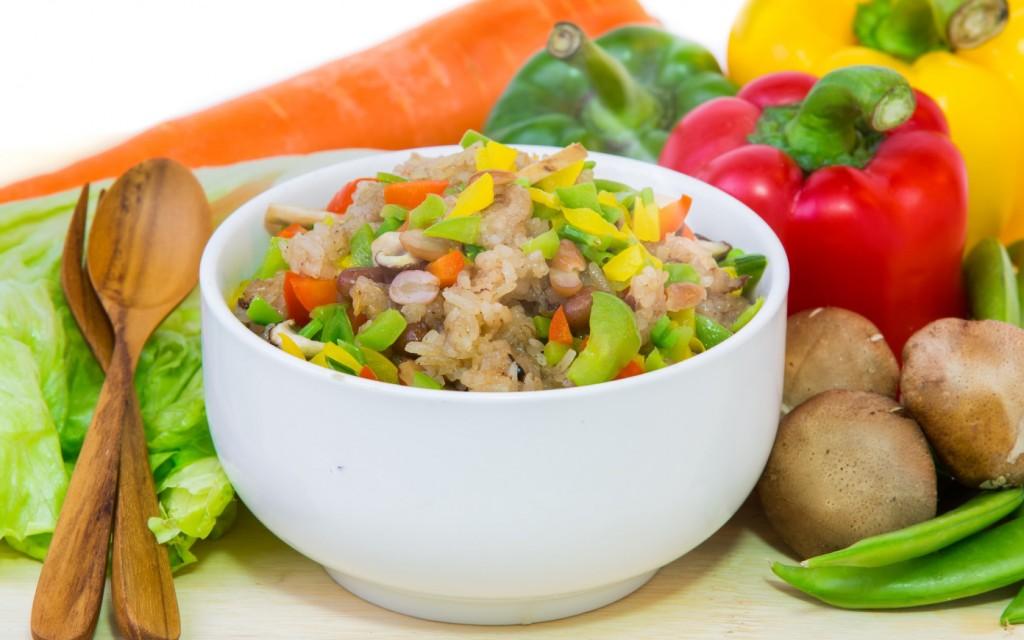 блюдо с овощами и мясом