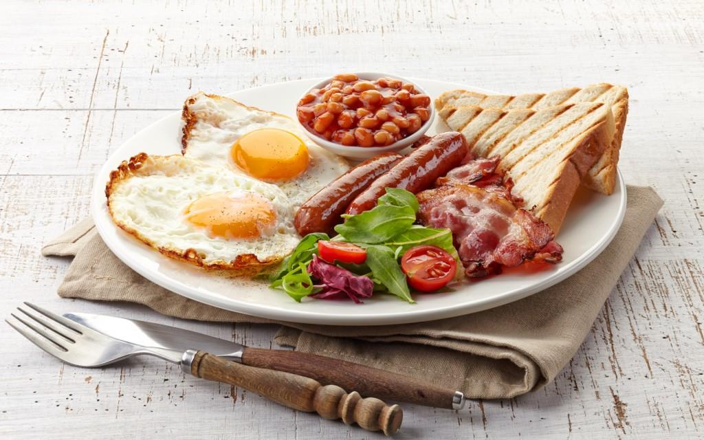 завтрак на блюде