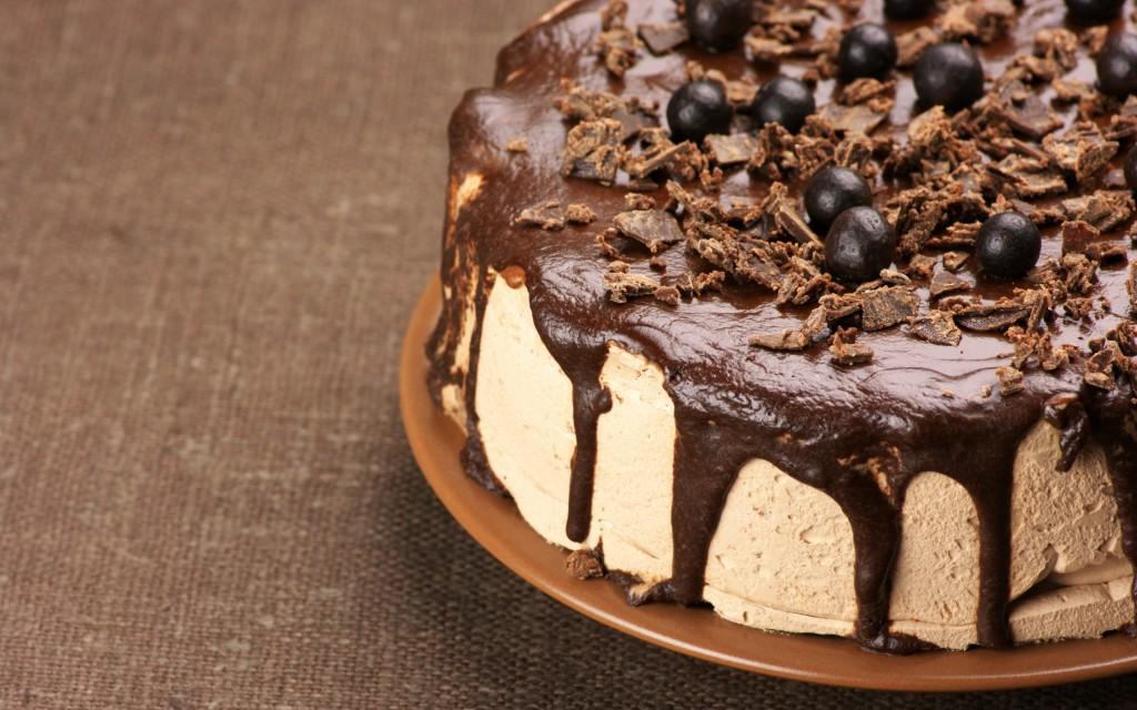 декорированный десерт