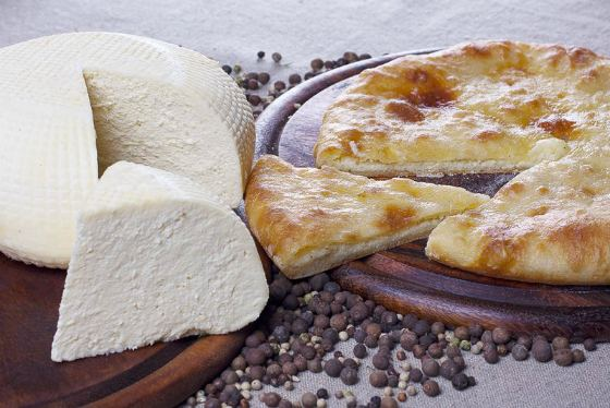 кавказский сыр и лепешка
