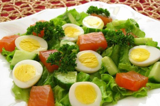 яично-огуречный салатик