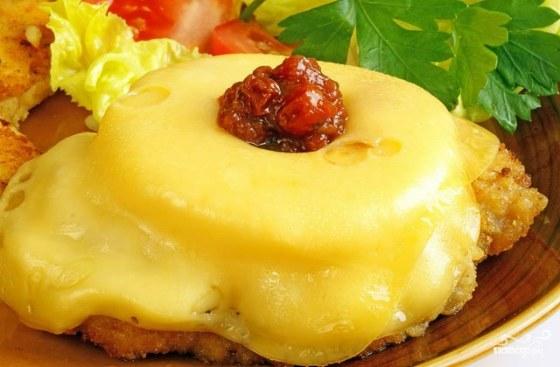 отбивная из курицы с ананасом и сыром