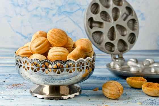 Печенье в виде орешков