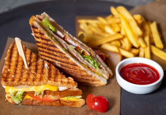 Известный клубный бутерброд